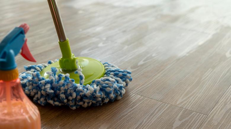 cleaning wood vinyl floors