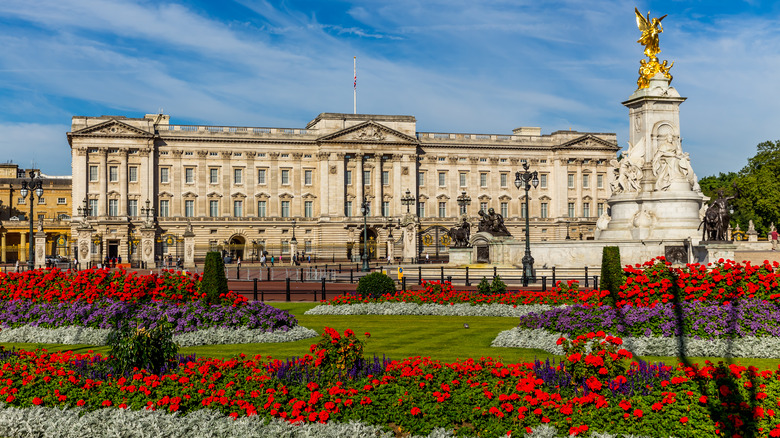 Buckingham Palace in the sunshine