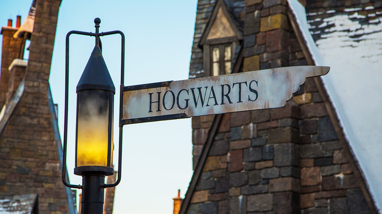 Hogwarts sign wizarding world