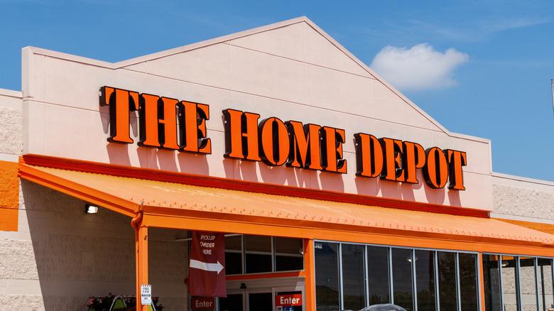 A Home Depot exterior