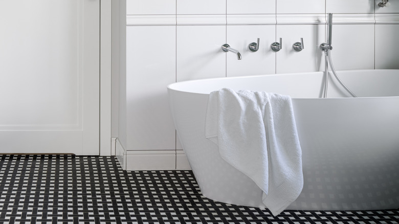 white luxury bathtub