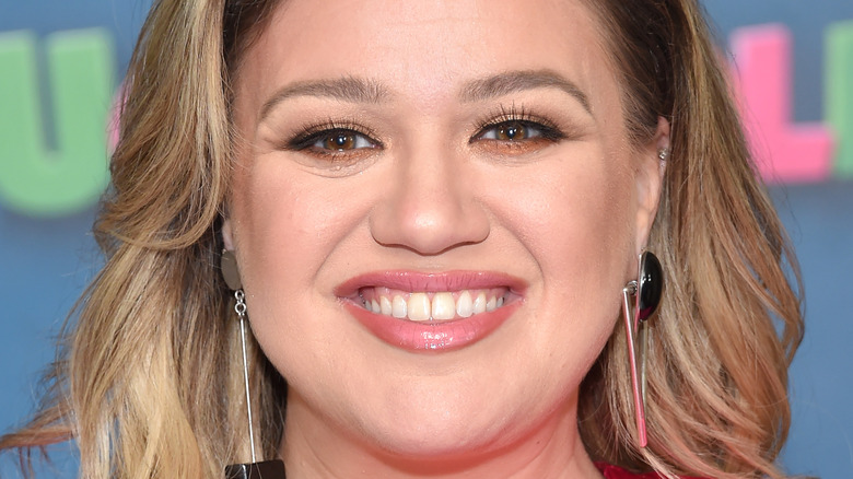 Kelly Clarkson close-up